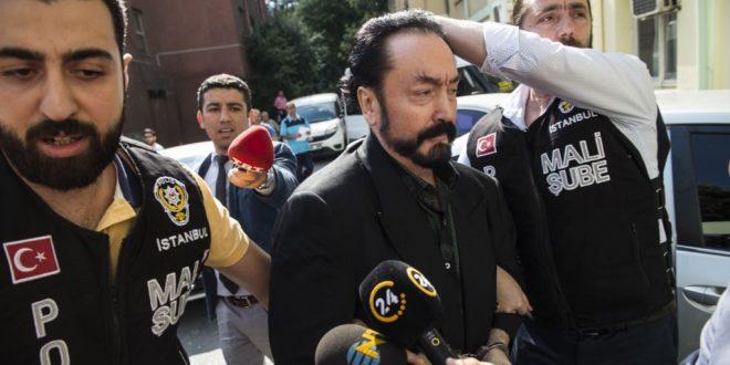 دادگاهی در ترکیه یک مبلغ مذهبی جنجالی به نام عدنان اوکطار را به 1007 سال زندان محکوم کرد.